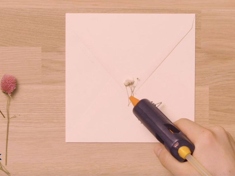 Bostik DIY United Kingdom how to use inspired Glue Gun step 2