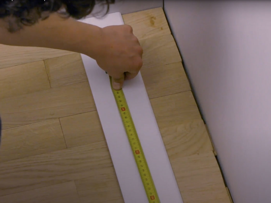 Bostik DIY France How to glue plinths step 2