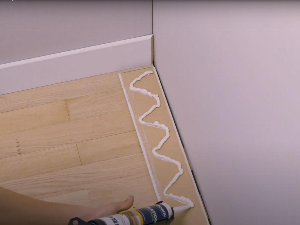 Bostik DIY France How to glue plinths step 3