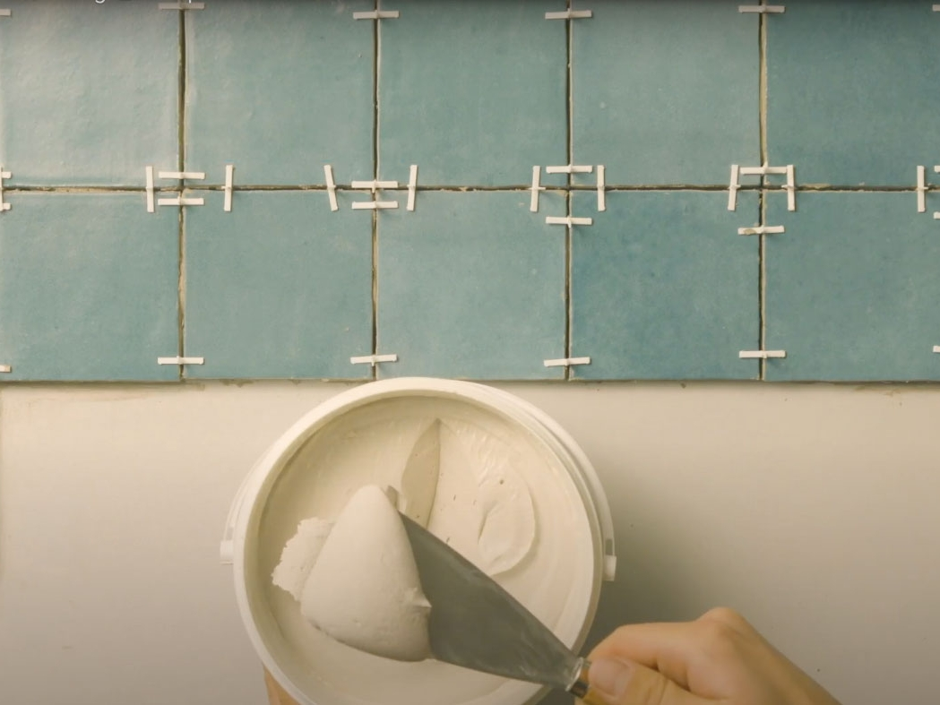 Bostik DIY France how to glue your tiles step 2