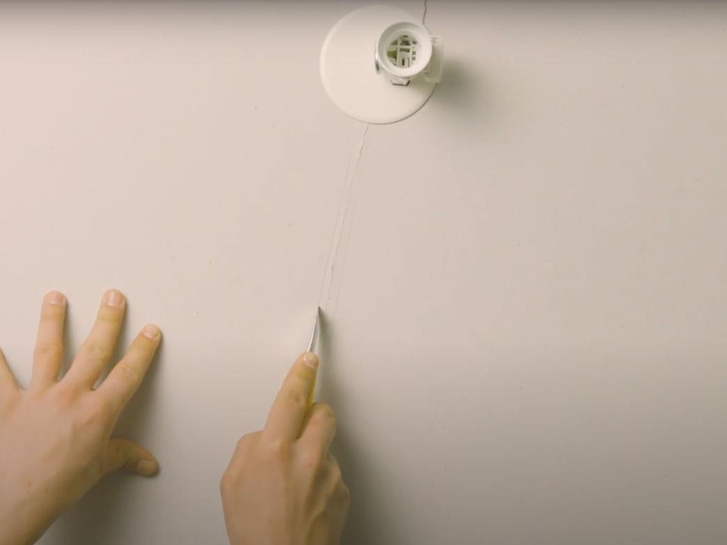 Bostik DIY France how to repair a crack step 1