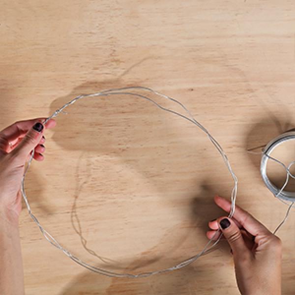 DIY Bostik Australia tutorials Wreath step 1