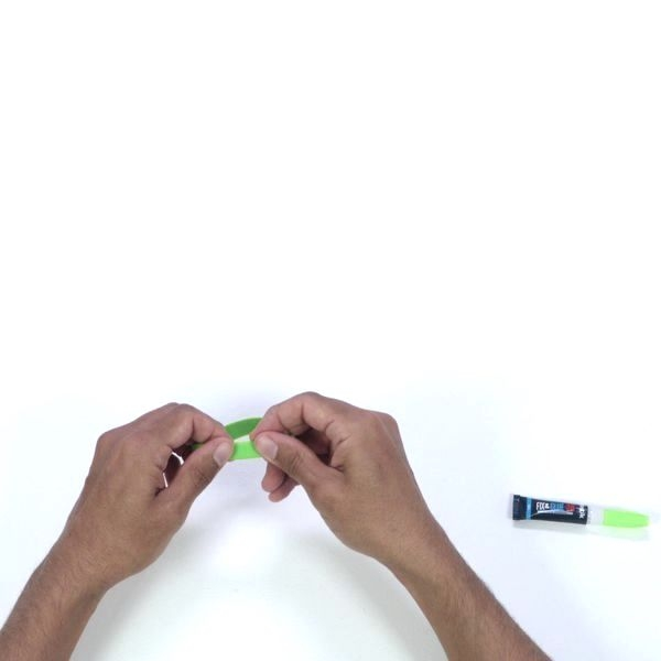 Fixing and repairing a rubber object with instant glue