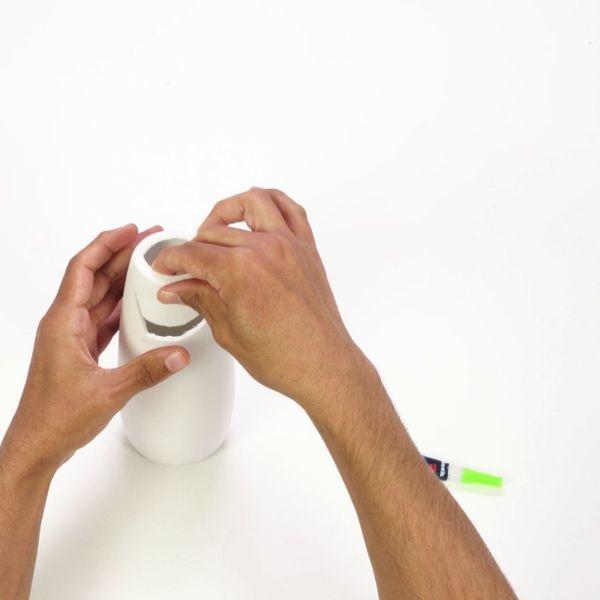 Gluing a vase back together