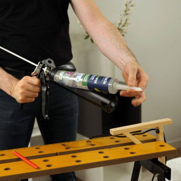 Bostik DIY France Tutorial How to fix a lamp to wall without drilling step 1
