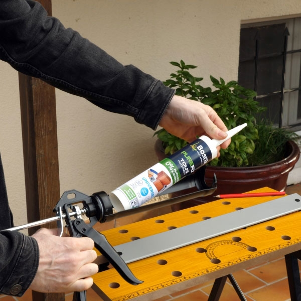 Bostik DIY France tutorial Fix a tool rack without drilling step 1