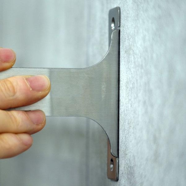 Bostik DIY France tutorial Fix a towel rack without drilling step 4
