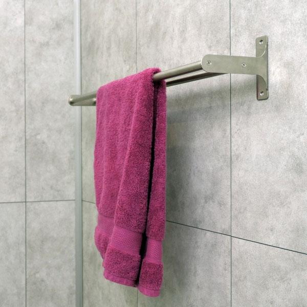 Bostik DIY France tutorial Fix a towel rack without drilling step 5