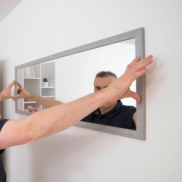 Bostik DIY France tutorial Hang a mirror with adhesive step 3