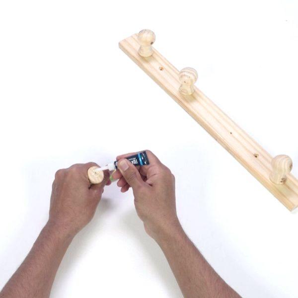 Bostik DIY France tutorial Repair Wooden Coat Rac step 2