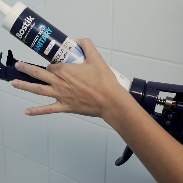 Bostik DIY Germany tutorial How to seal shower step 1