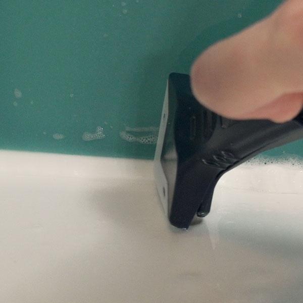 Bostik DIY Germany tutorial how to sea a sink step 4
