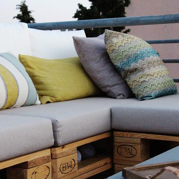 Bostik DIY Greece tutorial palet couch step 16
