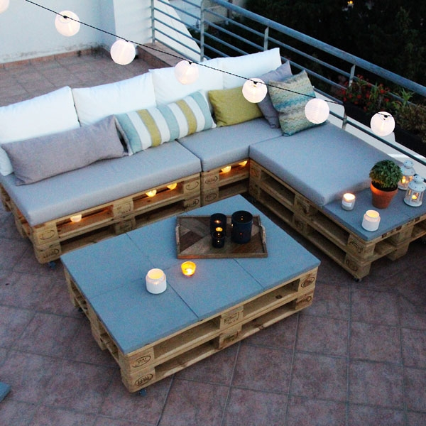 Bostik DIY Greece tutorial palet couch step 17