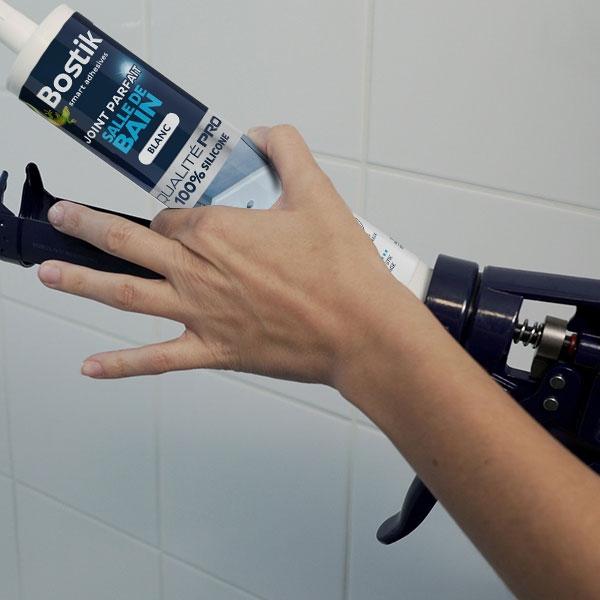 Bostik DIY France tutorial how to seal a shower step 1
