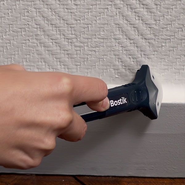 Bostik DIY Lithuania tutorial how to seal a skirting board step 3
