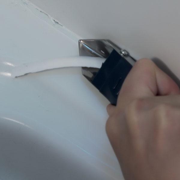 Bostik DIY Ukraine tutorial how to remove old sealant teaser image