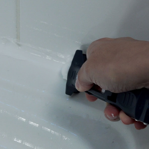 Bostik DIY Poland tutorial how to seal a shower cartridge step 4